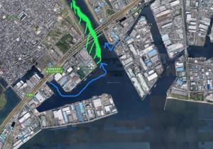 ホームグラウンドの一つ、江戸川放水路の航空写真。 青矢印が淡水を含んだ反転流、緑で塗りつぶした部分が自然堤防で斜線部分が後背湿地。