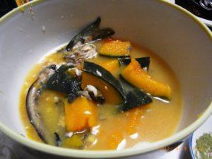 ゴンズイとカボチャの味噌汁